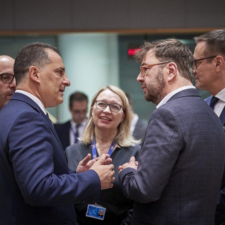 EU-kokouksen henkilöitä