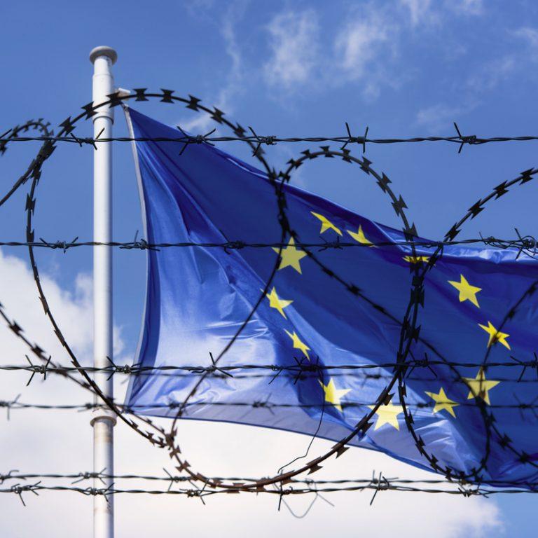 Euroopan unionin lippu taustalla
