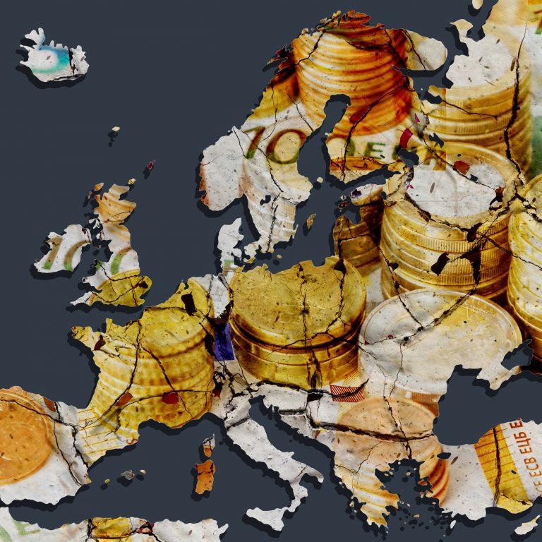 Euroseteleillä kuvitettu Euroopan kartta halkeilee.